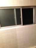 共同お風呂 窓 写真です。