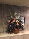 入り口に大きな花がありおしゃれでした。