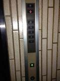 1F エレベーター スイッチです。
