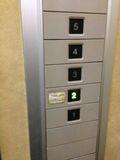 エレベーター内スイッチ 写真です。