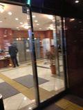 ホテル入り口  ドア写真です。