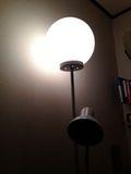 部屋 おしゃれ ライト 写真です。