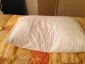 ベッド 枕 写真です。