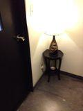 入り口 おしゃれなライト写真です。