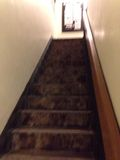 入り口から2階への階段です。