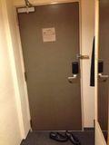 部屋から 見たドア写真です。
