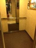 エレベーター 中 写真です。