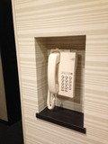 廊下にフロント直通の電話ありです!