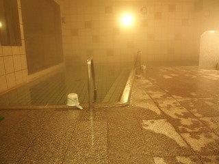 暗闇の中、震えながら入るおとぎの露天風呂