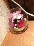 机にあるお花なにげにおしゃれです。