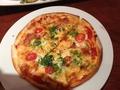 お店では、人気NO1 がピザと書いてましたので、頼んでみました!