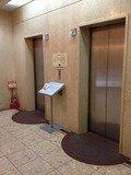 1F のエレベーター写真です。