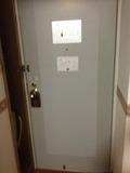 部屋からみたドア写真です。
