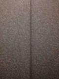 エレベーターの中から見たドア写真です。
