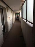 ホテル部屋前廊下になります。