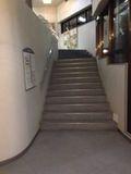 2F への階段 写真です。