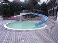 滑り台付きの方のプール