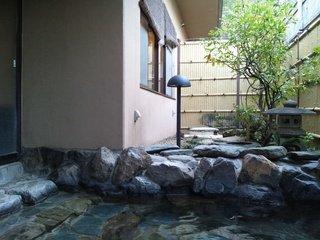 露天風呂の横の庭