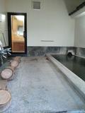 露天風呂から内湯を見たところ