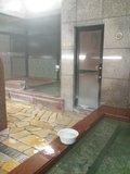 サウナ入口と水風呂