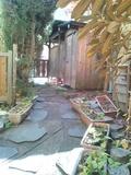 露天風呂、皇石の湯への中庭