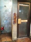 シャワーブース&サウナ入口
