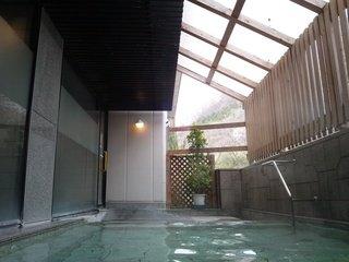 「せせらぎの湯」の露天風呂