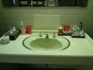 「夢殿」露天風呂の脱衣場の洗顔台