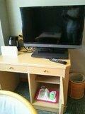 テレビと湯沸かしポット