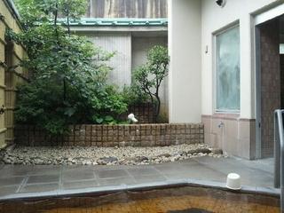 露天風呂の庭