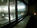 夜の露天風呂から見た内湯