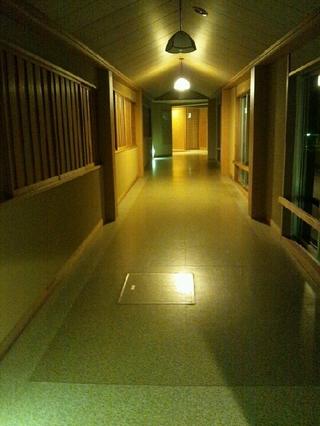 清流館から清山館への渡り廊下