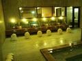 「右の湯」内湯の洗い場
