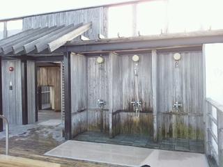 露天風呂のシャワーブース