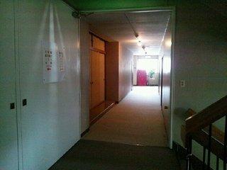 本館2階 階段前