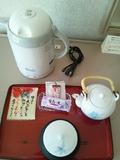 お茶セットと湯沸かしポット