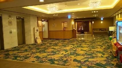 地階エレベーターホール