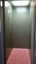 脱衣場から浴室へのエレベーター