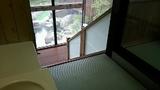 脱衣場から浴室への階段
