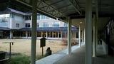 渡り廊下から見た本館