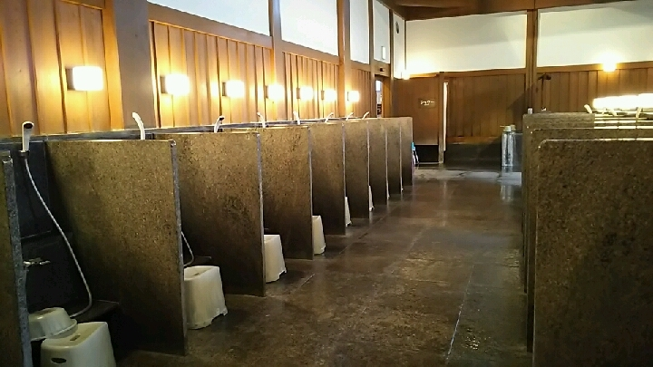 「ふじやま温泉」洗い場