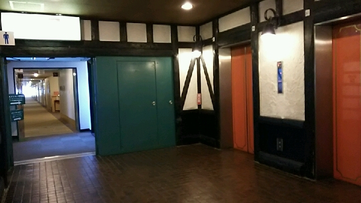 メイン館2階エレベーターホール