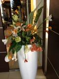 入り口にはおしゃれなお花が!