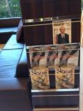 ロビーには雑誌も充実しております。