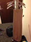 部屋には、十分なハンガーがあります。