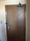 部屋から見た、ドア写真です。