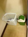 ゴミ箱、タオル入れです。