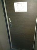 部屋から見た、ドアの写真です。