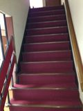 廊下から階段への写真です。