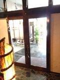 旅館入り口ドア です。